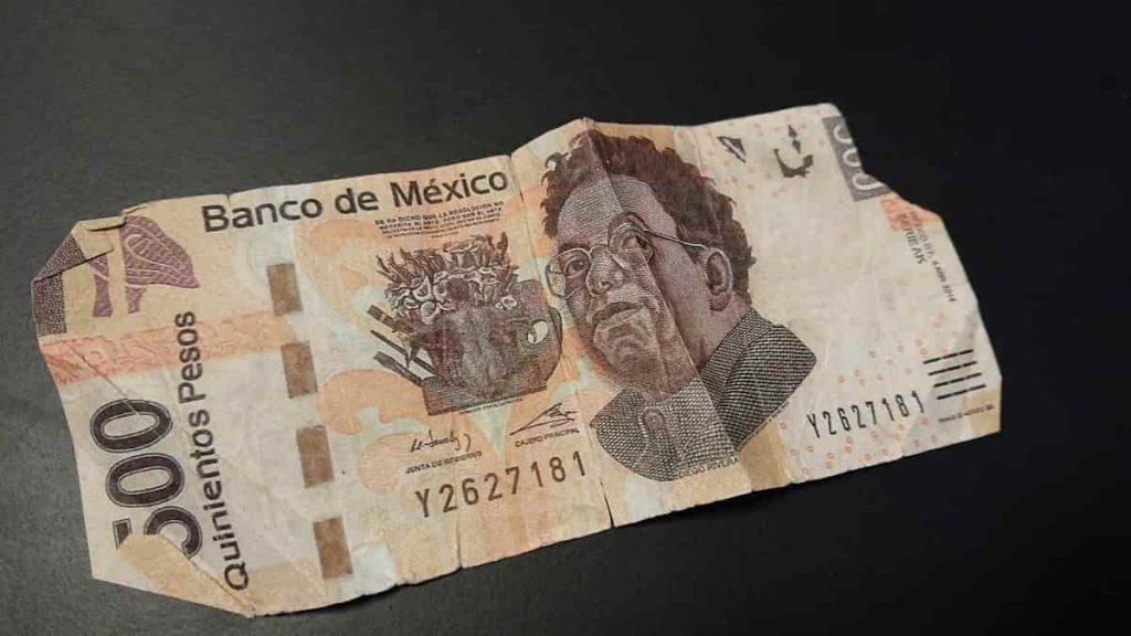 Söndrig sedel 500 mexikanska pesos