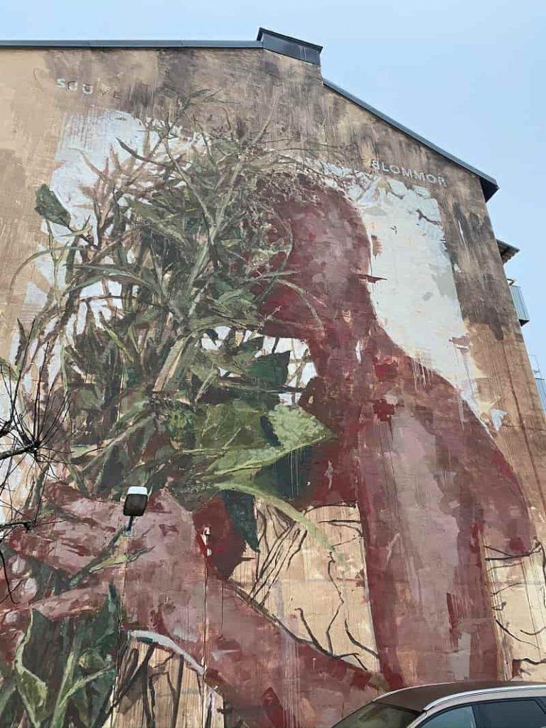 """Väggmålningen """"Sju blommor"""" av Borondo"""