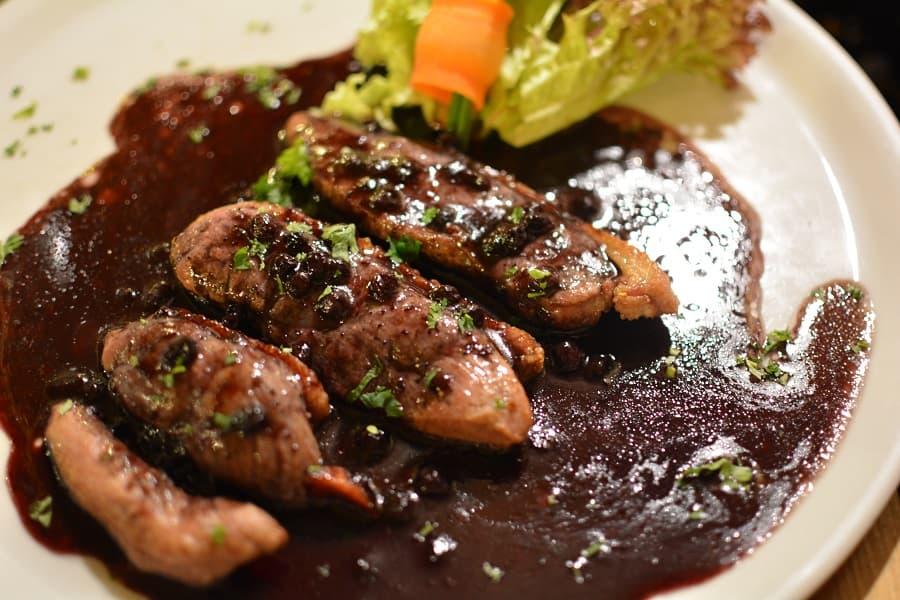 Tjeckisk mat på finrestaurang i Prag